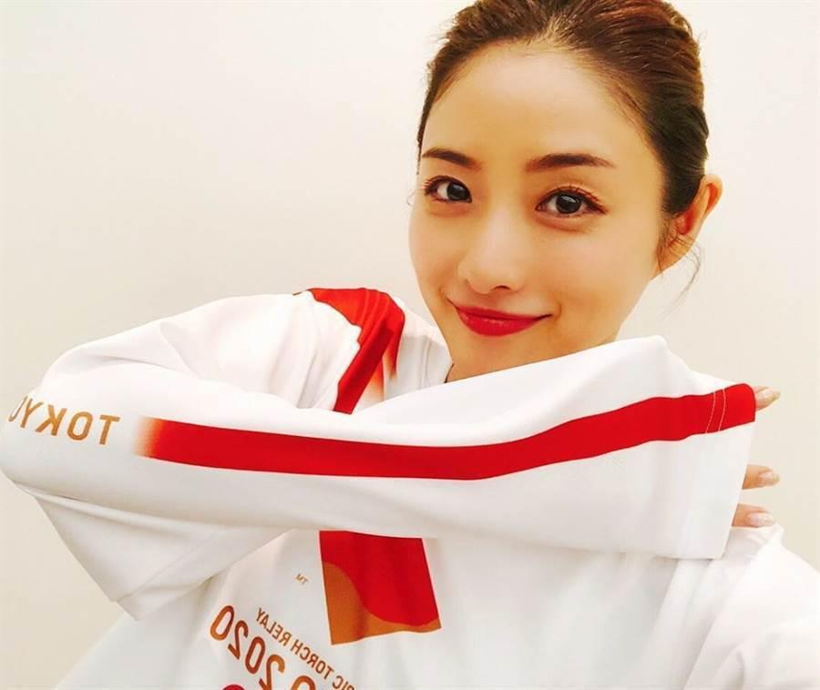 石原聰美去年宣布與圈外男性結婚。圖/擷自IG