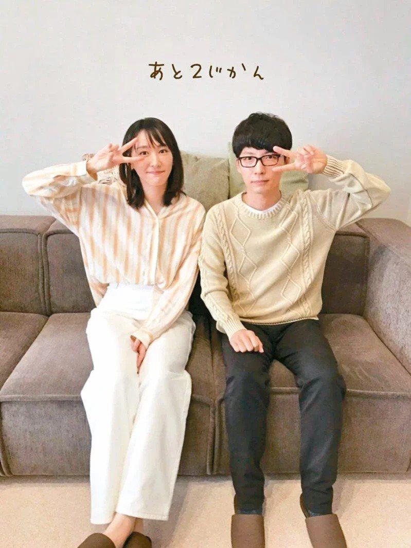 新垣結衣(左)、星野源因合作「月薪嬌妻」結緣,正式宣告結婚。圖/擷自推特