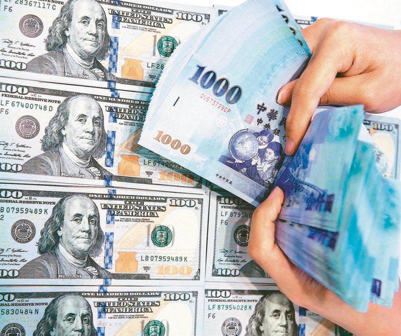 新台幣匯率今日貶值1分,以27.95元報收,台北外匯經紀公司成交量8.82億美元。(本報系資料庫)
