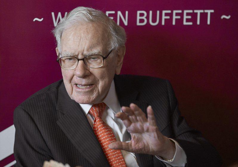 「股神」巴菲特(圖)旗下的波克夏海瑟威5月初召開股東會,和股東之一、全球最大資產管理公司貝萊德(BlackRock)因ESG相關提案互槓。美聯社