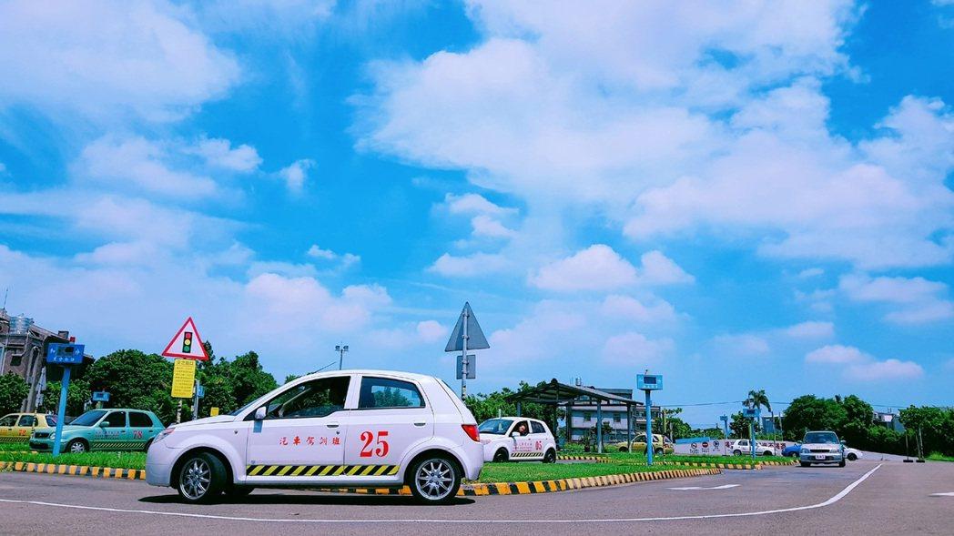 桃竹苗地區駕訓班全面暫停訓練及考驗至28日。圖/新竹區監理所提供