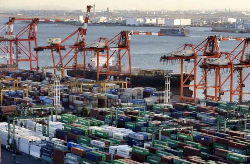 日本4月出口比去年同期飆升38%,受惠於汽車和汽車零件出口大增。歐新社