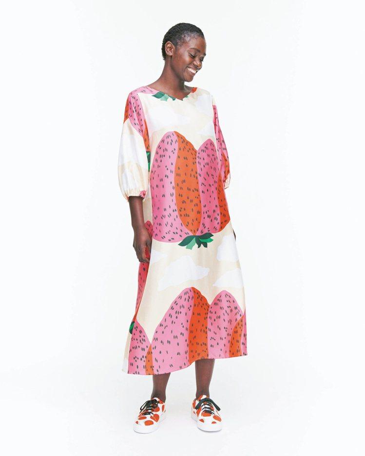 Mansikkavuoret印花洋裝,18,650元。圖/Marimekko提供