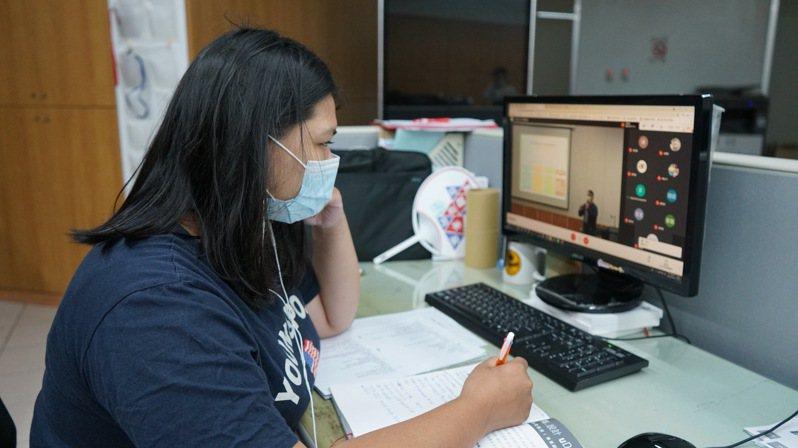 崑山科大許多師生習於遠距教學、校方強調系統建構完整、分流教學不當機。記者周宗禎/翻攝