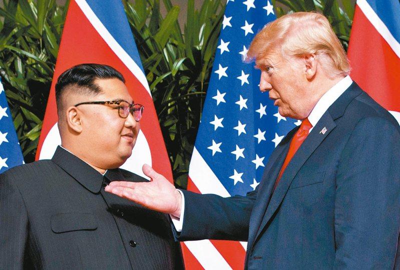 南韓總統文在寅任期最後1年仍要推動與北韓和解政策,第一步就是要美國承認川普與金正恩在新加坡所達成的逐步廢核協議,圖為2018年在新加坡舉行的川金會。美聯社