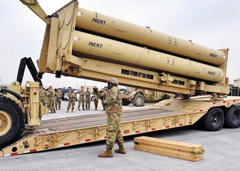朴槿惠政權晚期,韓國部署了美國薩德反飛彈系統,引發中國強烈抗議。圖為駐韓美軍進行薩德演習。圖/取自環球網