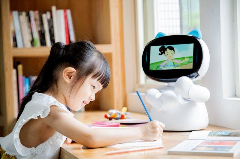 因應全台最大規模停課,亞太電信推出多種方案讓遠距教學上網、設備、學習資源一次備齊。圖/亞太電信提供