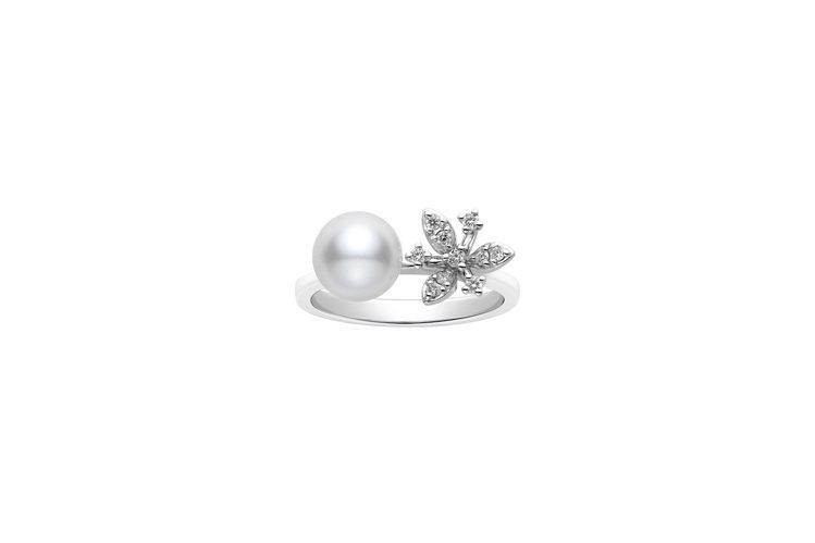 全新作品MIKIMOTO花卉造型珍珠鑽戒三瓣花瓣款,18K白金鑲嵌鑽石與日本Ak...