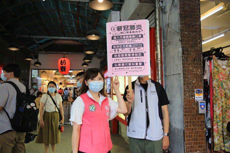 張維倩表示有民眾在家苦等不到救護車,呼籲市府建立確診後的運送SOP讓民眾了解。圖/新北市議員張維倩提供