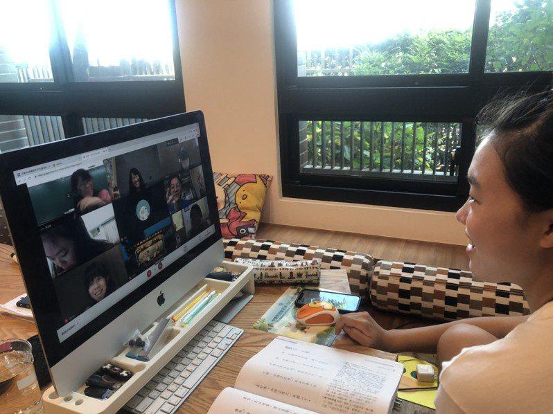 專家提醒,在家與孩子溝通,盡量把握「不嘮叨、不謾罵、少說教」原則。圖/台南女中提供