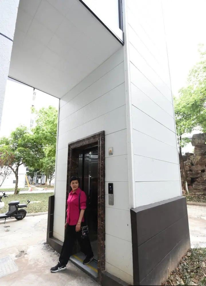 電梯公司安裝的電梯建設費用與維修費用住戶都不用付錢。圖/取自錢江晚報.小時新聞