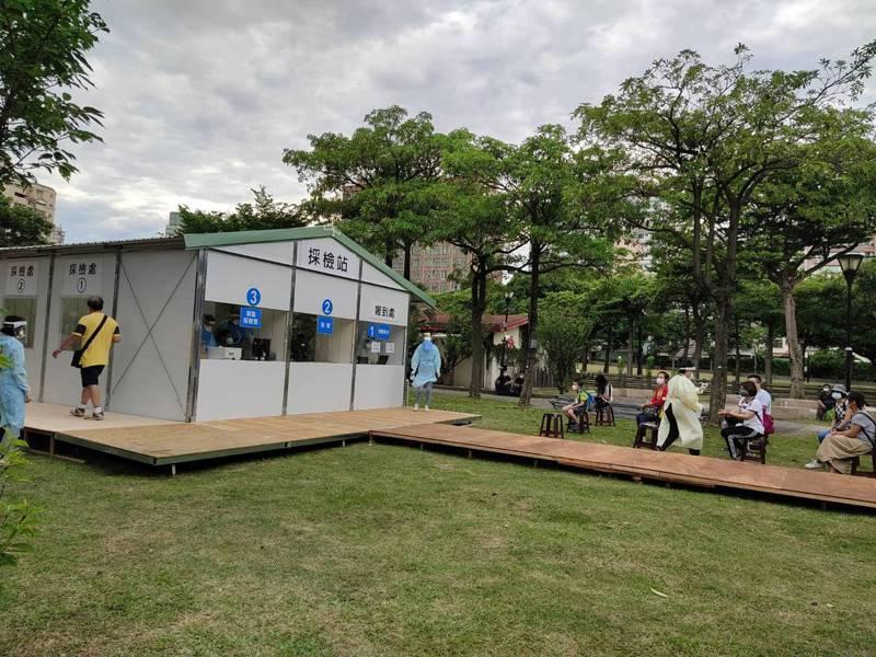 桃園市設立社區篩檢站將於今天啟用,圖為位在中壢區中正公園的篩檢站。記者朱冠諭/攝影