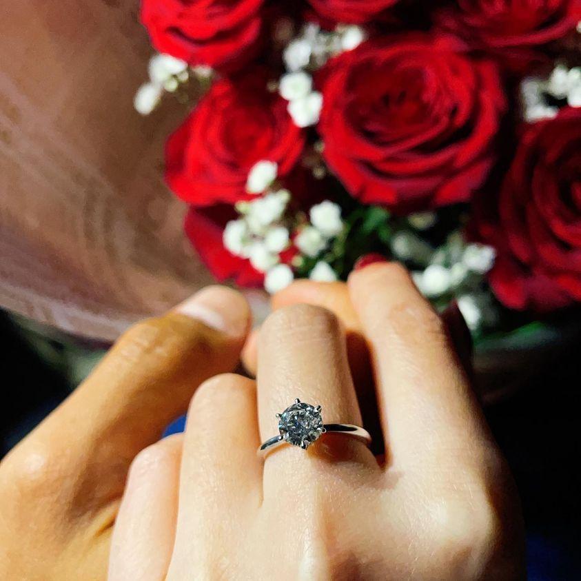 許維恩接受王家梁的求婚。圖/摘自臉書