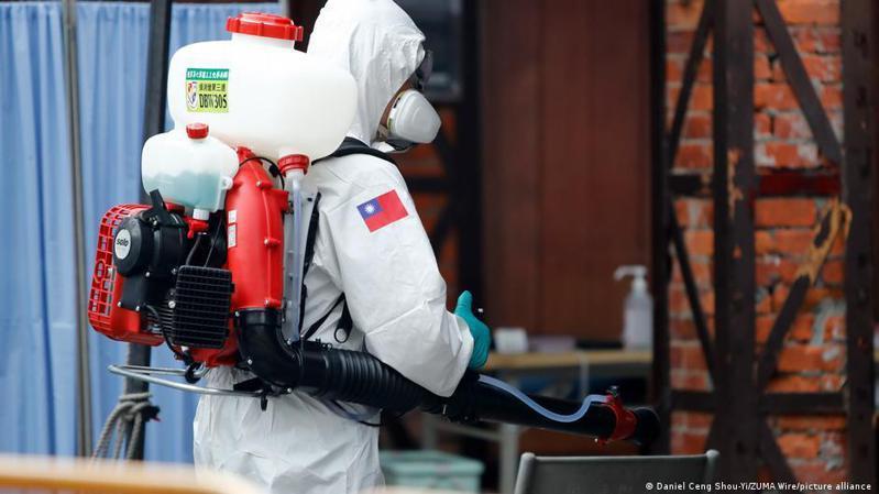 台灣中央流行疫情指揮中心周五(5月21日)宣布新增312例新冠本土確診案例,這已經是台灣連續一周單日確診破百例。圖/德國之聲中文網