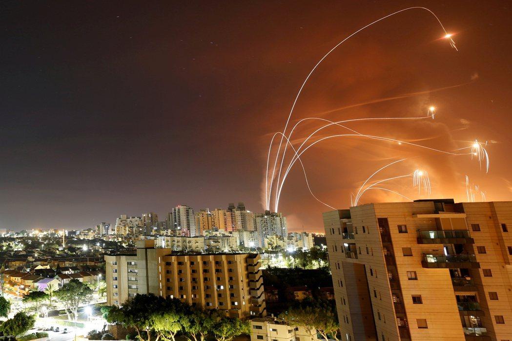 拜登表示美國將擴大對以色列的軍事承諾,主動補充、升級在這次互轟戰爭中大量消耗的「...