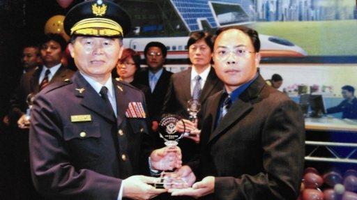 黃文厚在職期間表現優秀,曾獲模範刑事人員獎。 圖/黃文厚提供