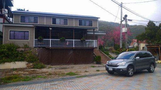 退休員警黃文厚熱愛山林生活,砸退休金又賣房子,將50年老宅改造成美侖美奐的家。 ...