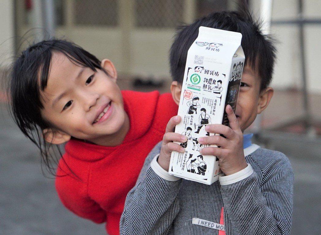 鮮乳坊「許慶良鮮乳」成為第一個在家樂福上架的酪農品牌鮮奶。圖/鮮乳坊提供