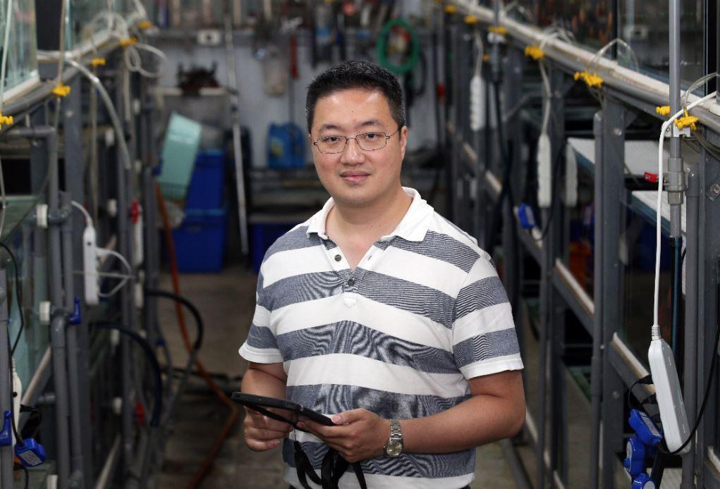 高雄菖葳國際的負責人林彥廷,讓台灣觀賞魚在國際市場上佔有一席之地。記者劉學聖/攝...