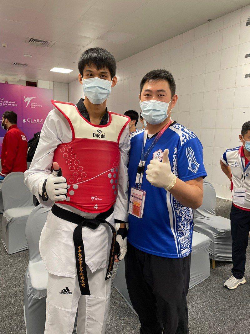 劉威廷(左)。 中華跆拳道協會提供