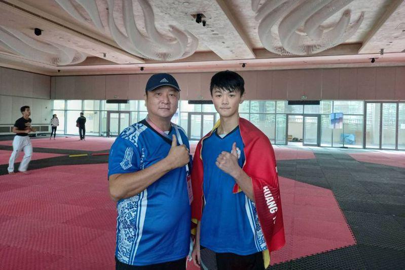 跆拳道一口氣摘下3張東奧入場券,培訓隊總教練劉祖蔭(前左)肩頭上的壓力少了一大半。  (劉祖蔭提供)中央社