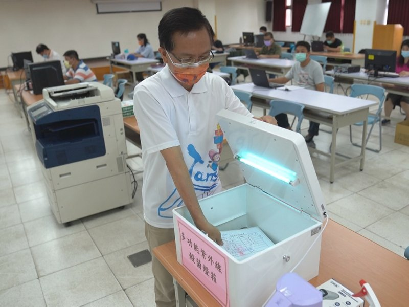 淡水區公所添紫外線消毒箱,讓來往兩地的文件傳遞無死角。 圖/紅樹林有線電視提供