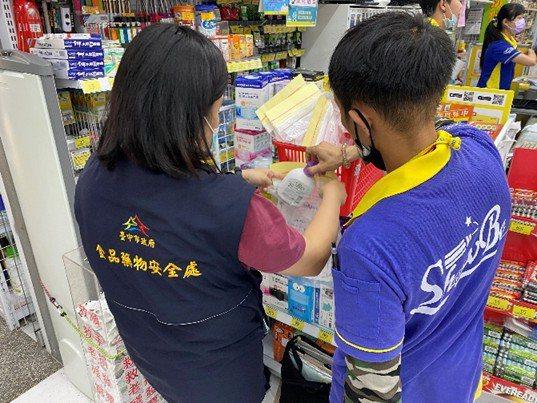 台中市食安處加強市售抗菌洗手乳抽測。圖/食安處提供