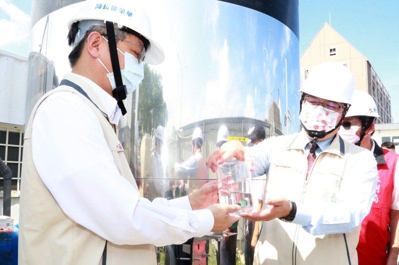 台南設4座建設工地大型移動式RO淨水設備,黃偉哲今察看首座啟用供水。記者周宗禎/翻攝