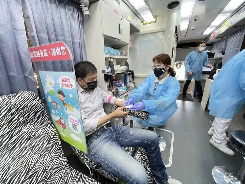 疫情警戒標準提升至三級,民眾在家防疫,血液庫存量也直線下滑。記者張裕珍/攝影