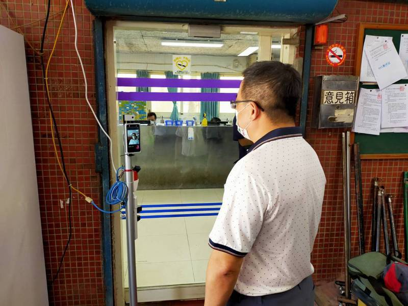 彰化縣肉品市場今天啟用體溫量測儀。圖/肉品市場提供