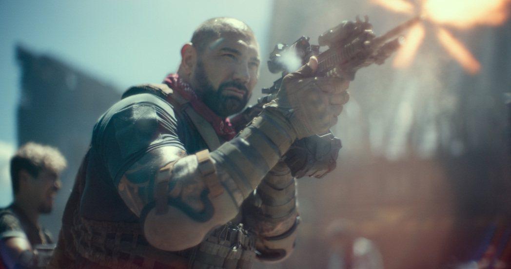 「星際異攻隊」男星巴帝斯塔在「活屍大軍」有大量動作戲。圖/Netflix提供