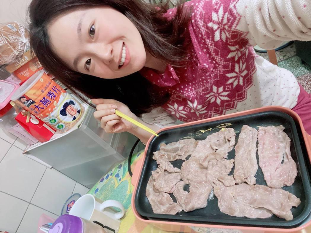 楊小黎積極在家準備料理。圖/楊小黎提供