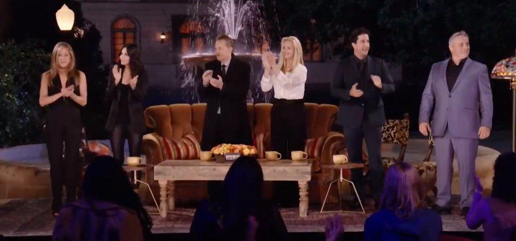 「六人行」原班人馬齊聚拍攝特別篇「六人行:當我們又在一起」。圖/HBO Max提