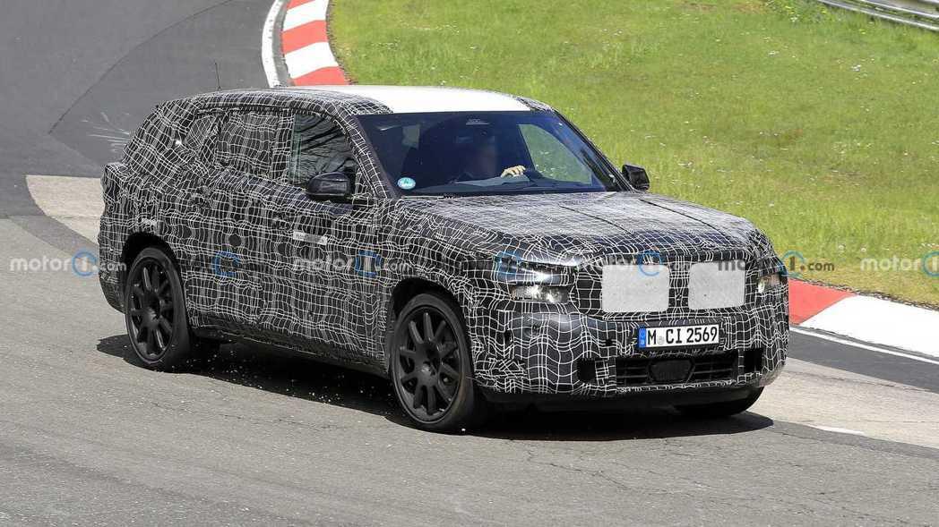 全新BMW X8偽裝測試車。 摘自Motor 1