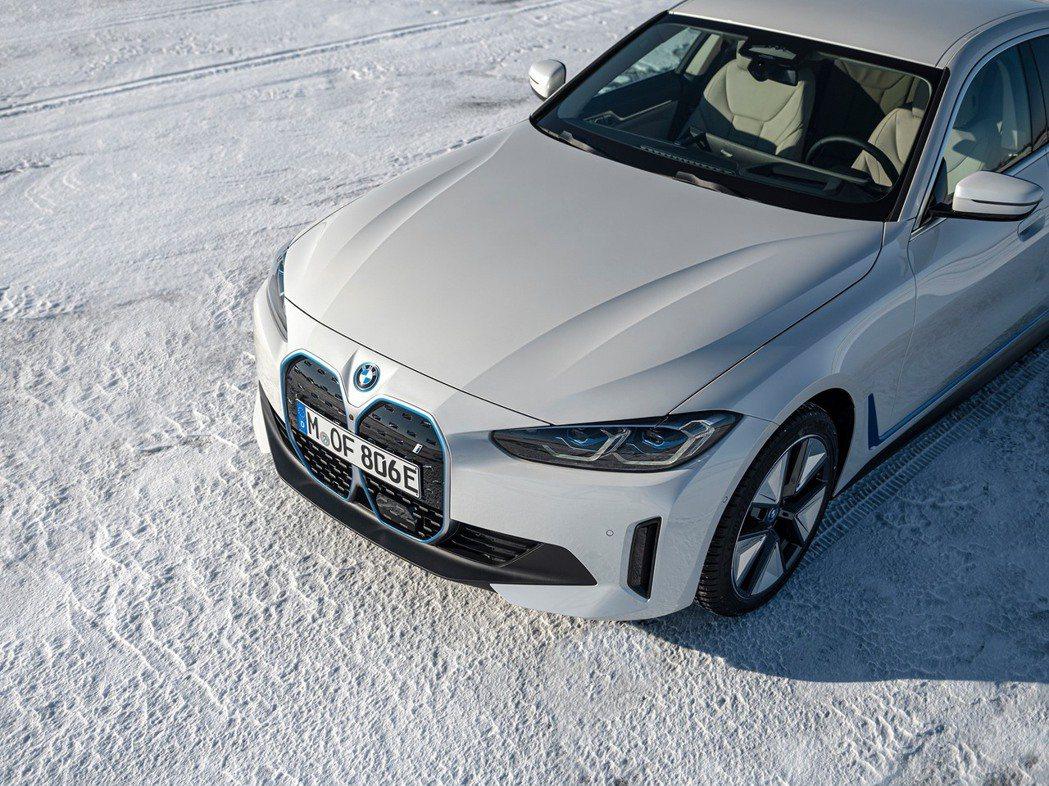 BMW i4。 摘自BMW