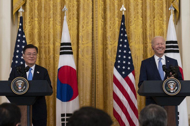 一直以來在美中角力間當夾心餅乾的韓國政府雖在聲明中避提中國,但有專家指出,韓國實際上已向美國靠攏。 美聯社
