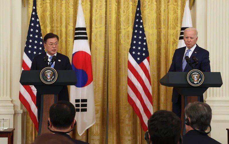 美國總統拜登21日在白宮會見南韓總統文在寅,會後兩人舉行聯合記者會。 歐新社
