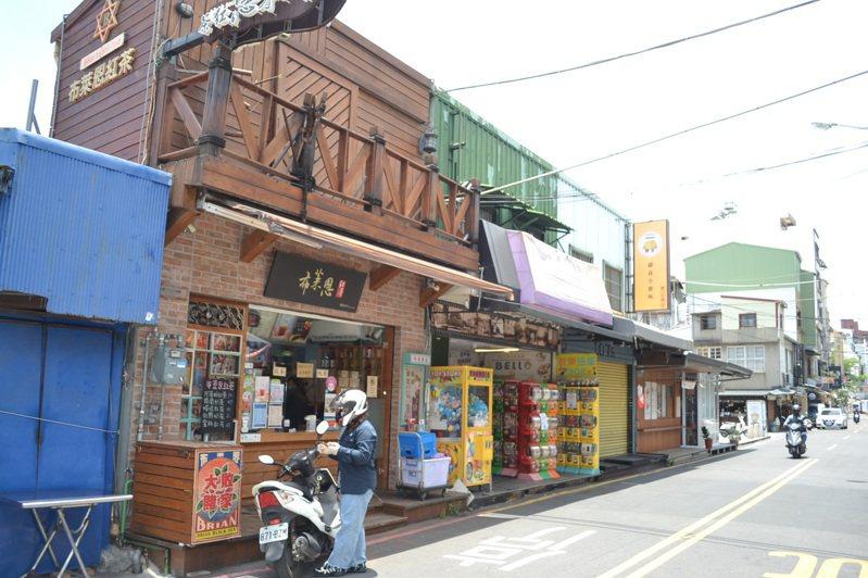 台南市中西區國華街是美食大街,受疫情影響,冷清到過去從未有的現象。記者鄭惠仁/攝影
