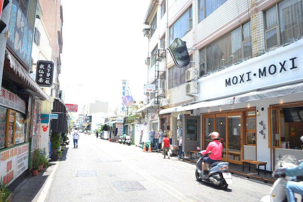 台南市中西區國華街是美食大街,受疫情影響,冷清到過去從未有的現象。記者鄭惠仁/攝...