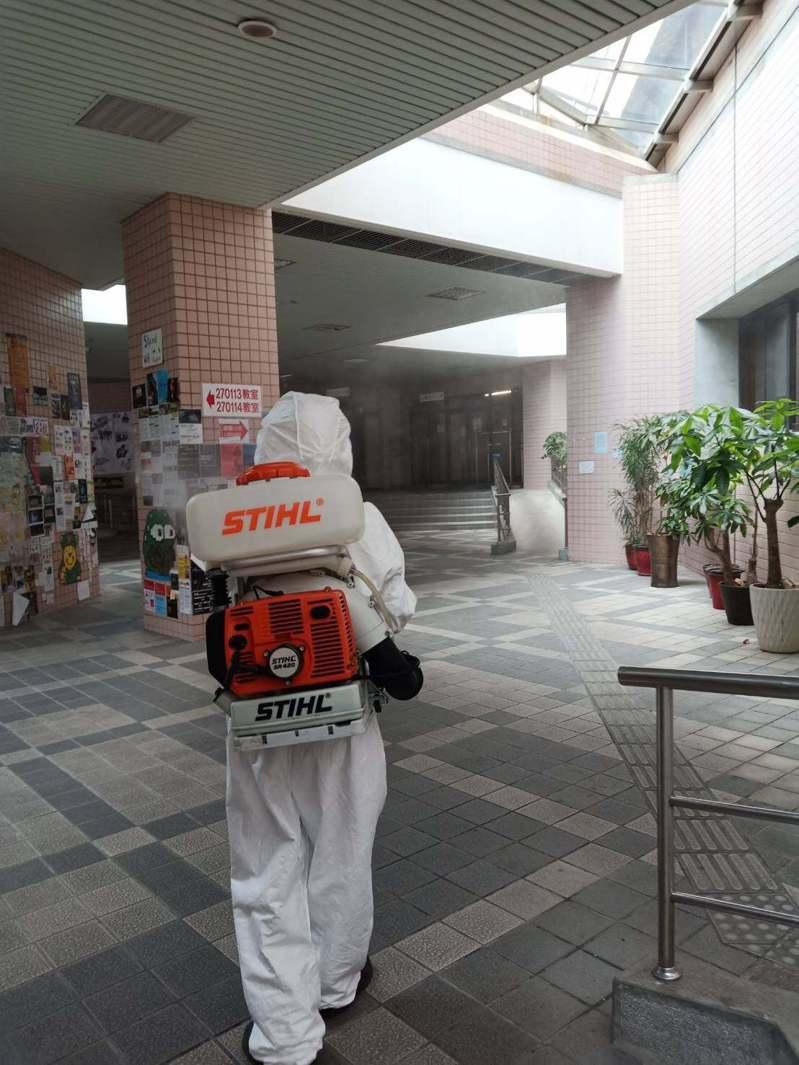 國立政治大學證實社科院一名學生確診,校方已針對學生涉及足跡擴大消毒。圖/取自「國立政治大學 National Chengchi University (NCCU)」臉書粉專