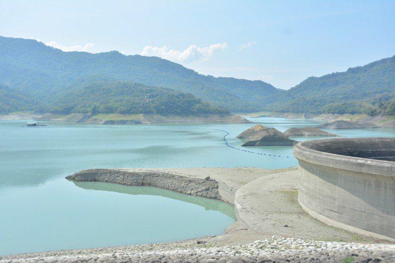 南化水庫蓄水跌破1成只剩884萬立方公尺。記者吳淑玲/攝影