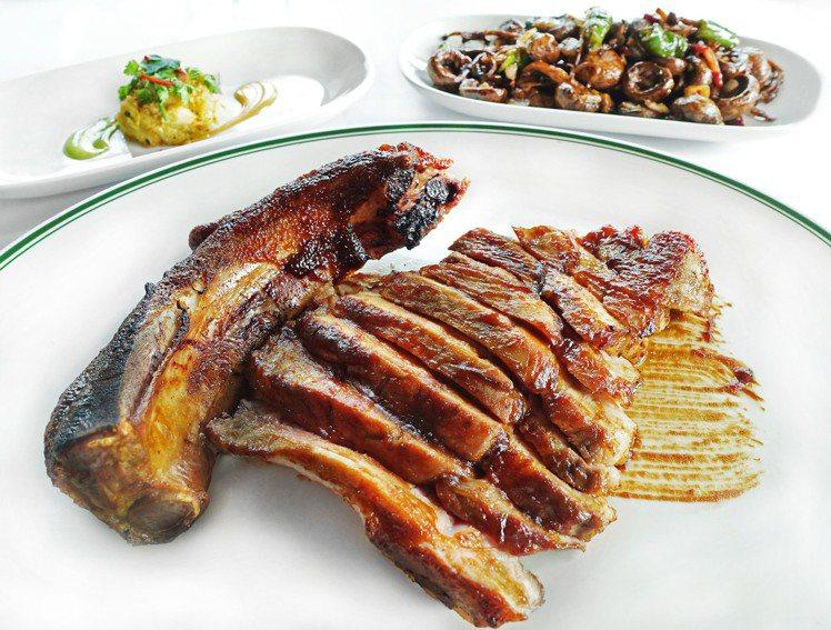單人獨享餐─台灣究好戰斧豬30OZ,贈送前菜配菜各1。圖/S&W提供