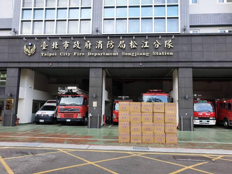 松山慈惠堂為支援警消醫護抗疫,捐出近3萬件隔離衣。記者廖炳棋/翻攝