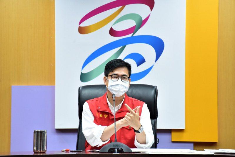 高雄市長陳其邁認為,病例回歸校正,只是還原到真正的狀況。各界對於基層疫調人員,應多予體諒。記者王昭月/翻攝