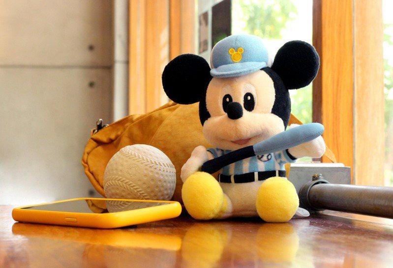 infoThink迪士尼系列絨毛藍牙喇叭-棒球米奇,售價990元。圖/Pinkoi提供