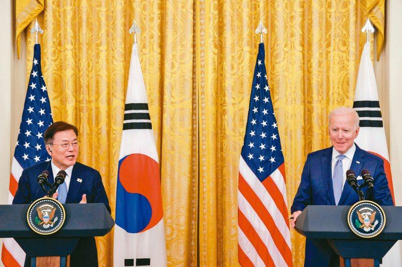 南韓總統文在寅訪美國總統拜登,送上規模近400億美元的企業投資大禮。(路透)
