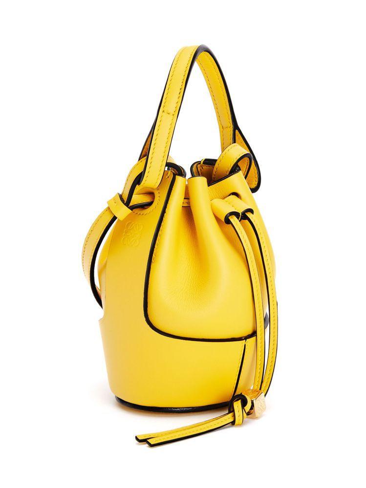 Balloon nano黃色納帕小牛皮水桶包,45,000元。圖/LOEWE提供