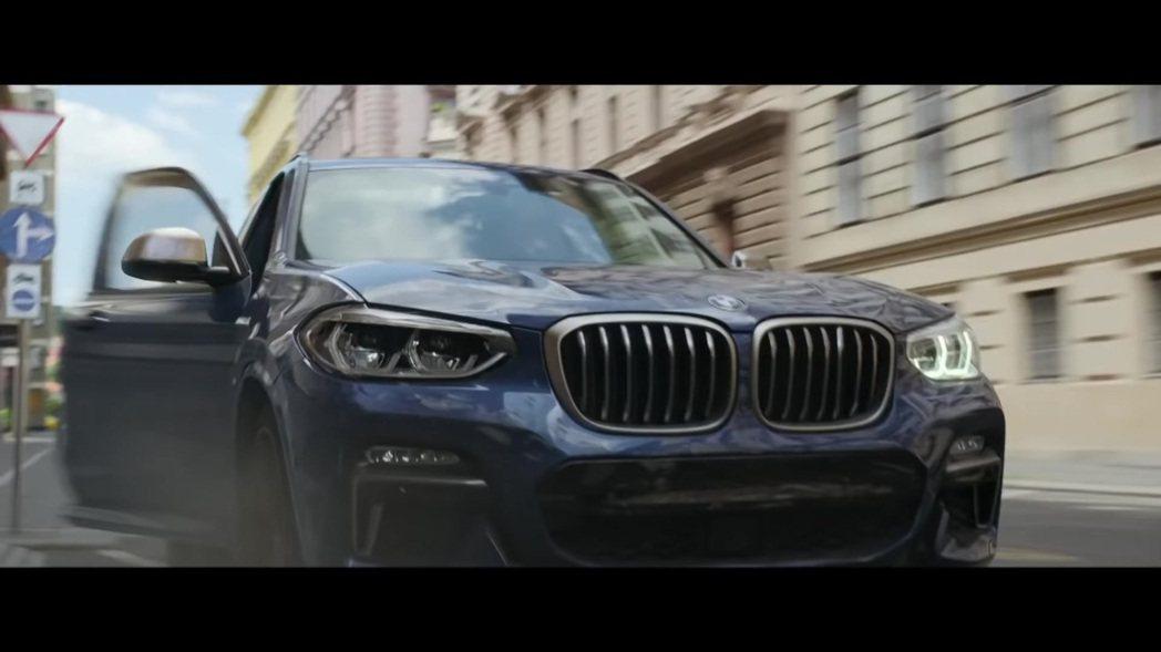 BMW X3 M40i成為另外一台在超級英雄電影飛車追逐的車款。 摘自片段