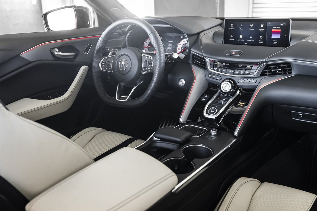 Acura TLX Type S的豪華內裝仍維持許多實體按鈕。 圖/Acura提...