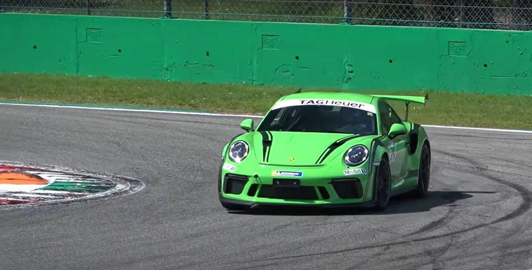 奶奶開著911 GT3 RS仍然游刃有餘。 摘自MattyB727-Car Vi...